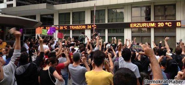 Taksim'de eylemciler HaberTürk'ü protesto etti