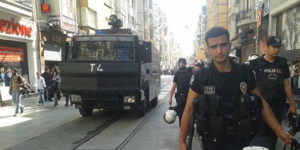 Taksim'de ilk polis müdahalesi