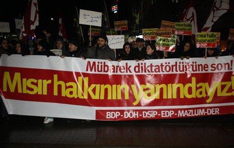 Taksim'de Mısır'a destek yürüyüşü