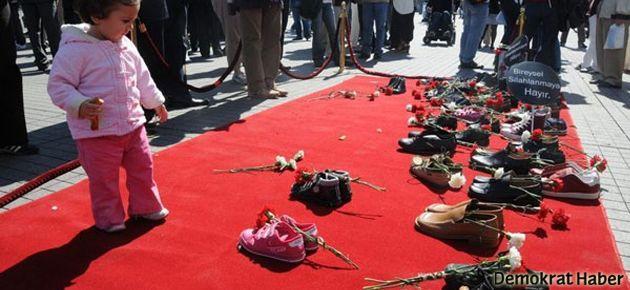 Taksim'de Sessiz Ayakkabılar'a da izin yok