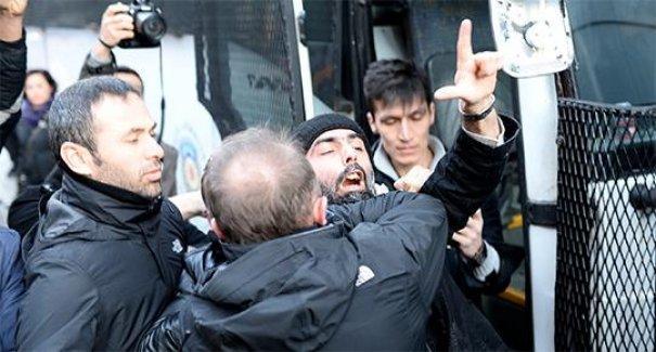Taksim'deki Charlie Hebdo'ya destek yürüyüşüne saldırı girişimi