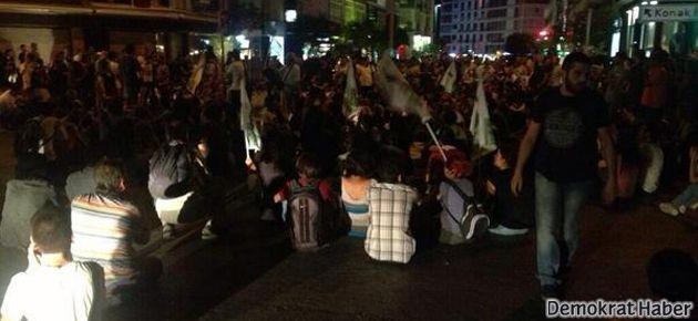 Taksim'deki polis saldırısı İzmir'de protesto ediliyor