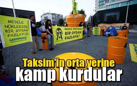 Taksim'in orta yerine kamp kurdular