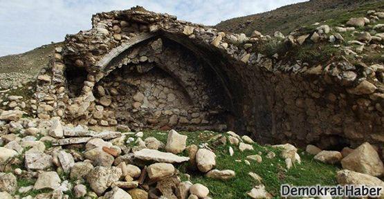 Tarihi Süryani köyü yok edildi