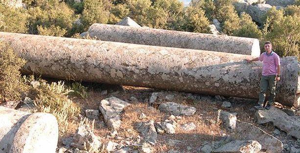 Tarihi sütunlar zeytinyağı pres taşı olarak kullanılmış