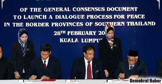 Tayland da isyancıyla müzakereyi kabul etti