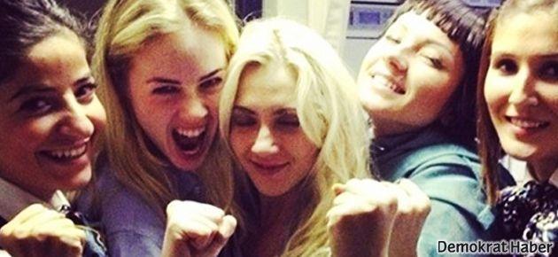 THY hosteslerinden FEMEN'e şampanyalı teşekkür