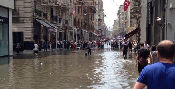 Topbaş'tan su baskını açıklaması: Dünya bir takım sinyaller veriyor