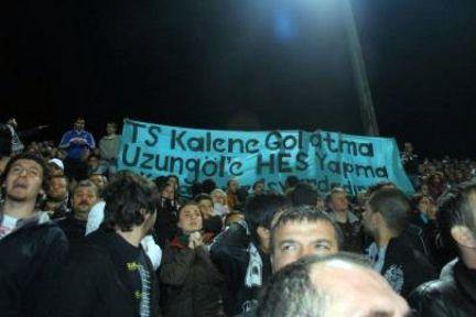 Trabzonspor kendi kalesine gol atıyor