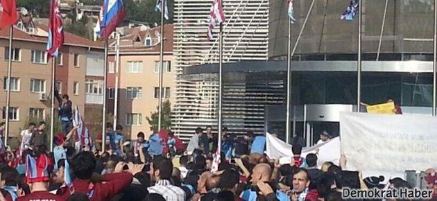 Trabzonspor taraftarından TFF'ye 'şike' protestosu