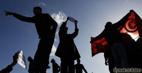 Tunus Devrimi'nin II. yıl dönümü: Halk öfkeli