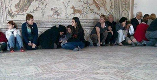 Tunus'ta müzeye baskın: Ölü ve rehineler var