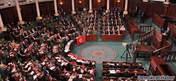 Tunus'ta adayların yarısı kadın olacak