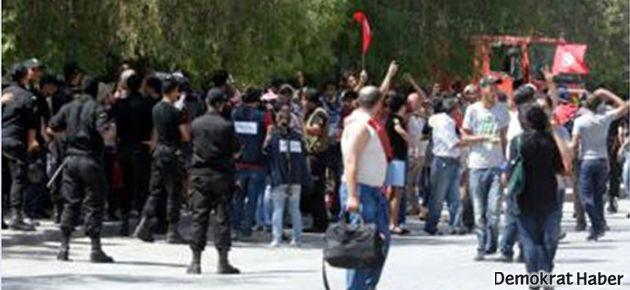 Tunus'ta güvenlik güçleri, protestocuları dağıttı