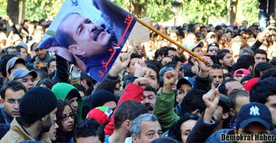 Tunus'ta 'ikinci devrim' sesleri