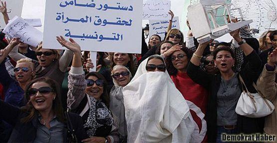 Tunus'ta kadın hakları protestosu