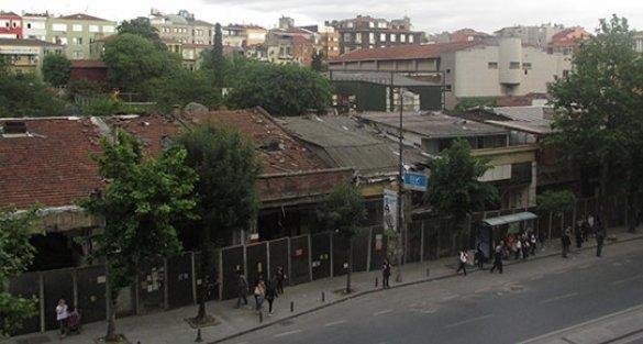 Türk sineması 100. yılını kutlarken, İnci Sineması otel yapılmak için yıkıldı