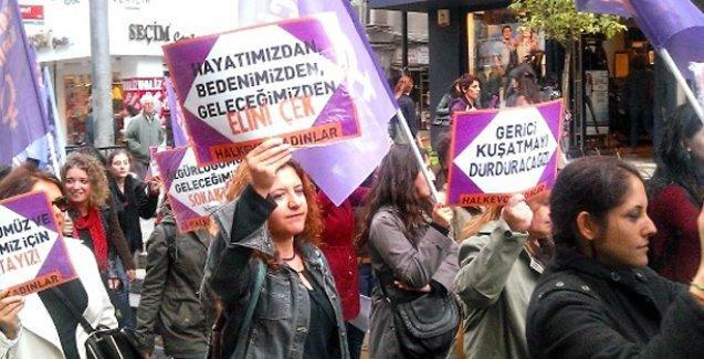Türkçe öğretmeninden cinsiyetçi şiir: Kadınsın yerini bil, erini bil!