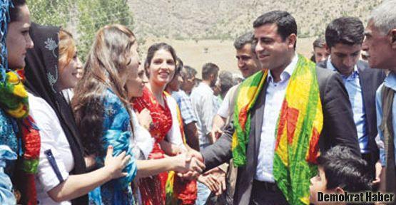 'Türkiye Suriye Kürtlerini arkasına almalı'