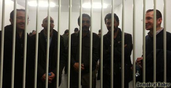 Tutuklu avukatlara ilk ceza!