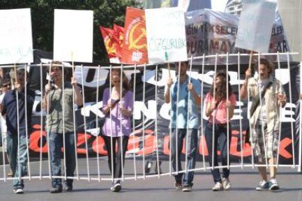 Tutuklu öğrencilere özgürlük istediler