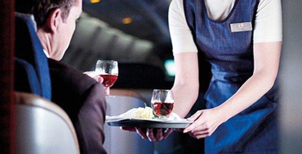 Uçakta alkollü içki tartışması: Allah'a daha yakınız uçağı düşüreceksiniz!