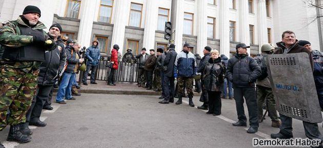 Ukrayna Cumhurbaşkanı Kiev'i terk etti