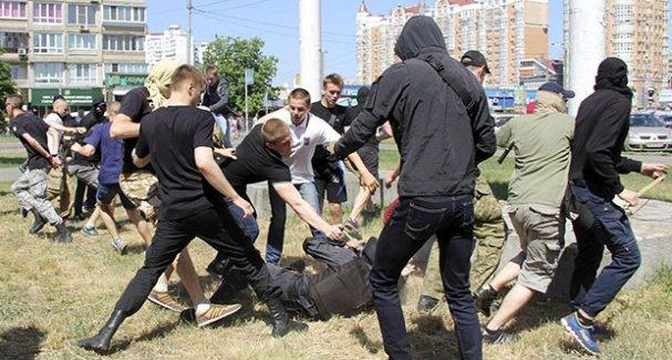Ukrayna'da LGBTİ yürüyüşüne saldırı