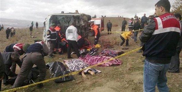 Üniversite öğrencilerini taşıyan otobüs kaza yaptı: 8 ölü, 20 yaralı!