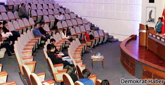 Üniversite'deki 'Milliyetçilik' konferansına 16 kişi geldi