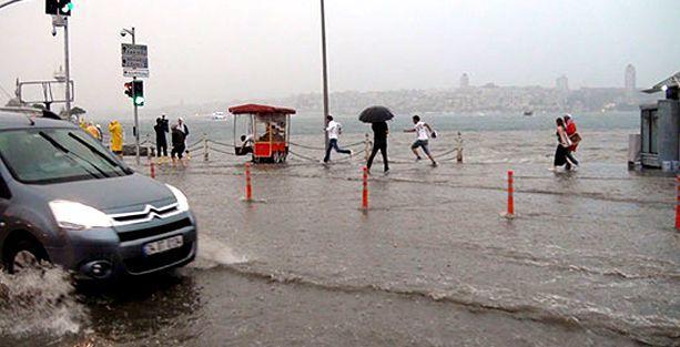 Üsküdar'da, kara ile deniz yine 'birleşti'