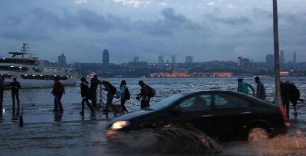 Üsküdar'da yine 'Tsunami' manzarası!