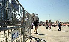 1 Mayıs'ta yasaklı Taksim'e polis bariyeri