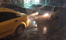 İstanbul'da sağanak yağış: Gündüz geceye döndü