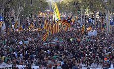 Katalonya'dan geri adım yok, gövde gösterisi var