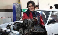 19 yaşındaki Gülcan, Malatya'nın ilk kadın oto tamircisi