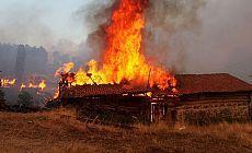 Köydeki yangında 3 çocuk hayatını kaybetti