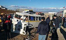 İnegöl'de işçi servisi kaza yaptı: Yaralılar var