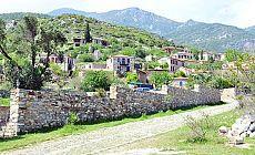 Tarihi Rum Köyü Doğanbey'de yıkım