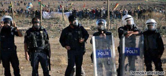 'Utanç duvarı' protestosuna polis saldırısı