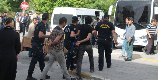 Van'da Davutoğlu protestosuna polis saldırısı: 30'u aşkın gözaltı var