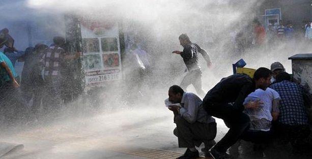 Van'da depremzede işçilere polis saldırısı