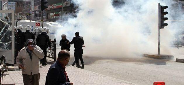 Van'da seçim protestolarına polis müdahalesi