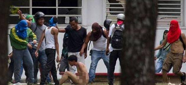 Venezuela'da çıplak protesto