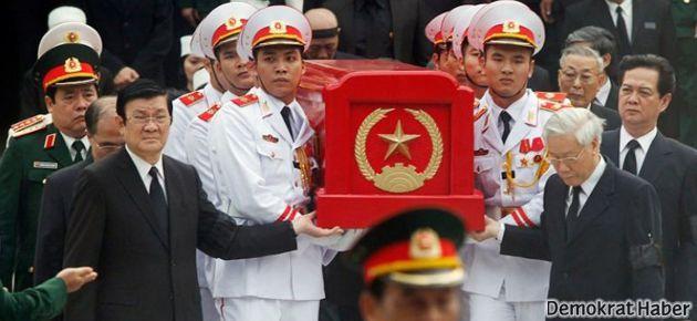 Vietnamlılar General Giap'la vedalaştı