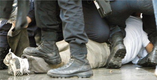 Yakın mesafeden biber gazı sıkıp, dövmek işkence değil!