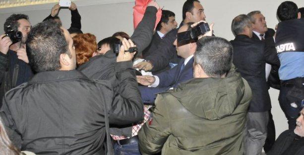 Yalova Belediye Meclisi'ndeki ağaç protestosuna biber gazlı müdahale