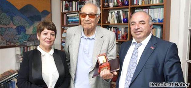 Yaşar Kemal: Dostlukta ve barışta birlikte direnelim!