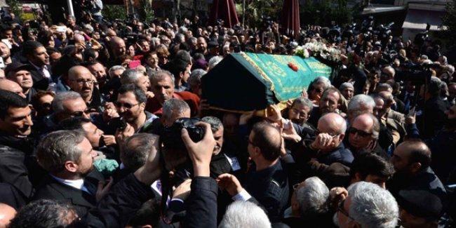 Yaşar Kemal'i binler son yolcuğuna uğurladı