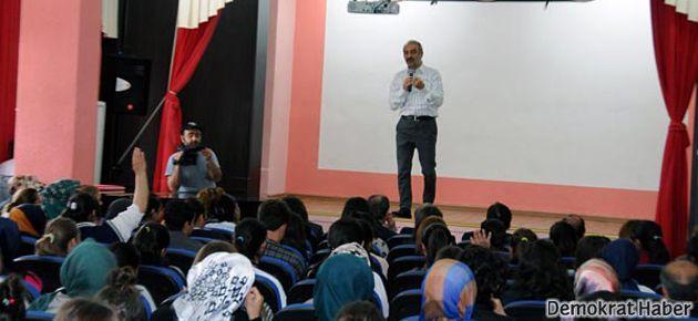 Yılmaz Erdoğan: Aklı olan bir ton küfür yer mi?